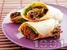 Рецепта Тортила сандвич с кайма, домати и айсберг